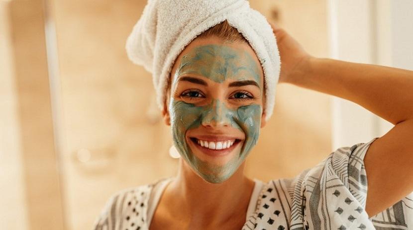 Masque à l'argile verte contre l'acné
