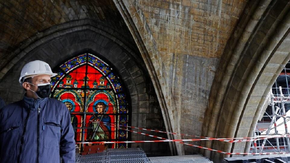 Macron à Notre Dame de Paris